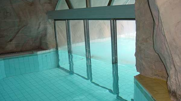 Sliding Door in pool in Turku